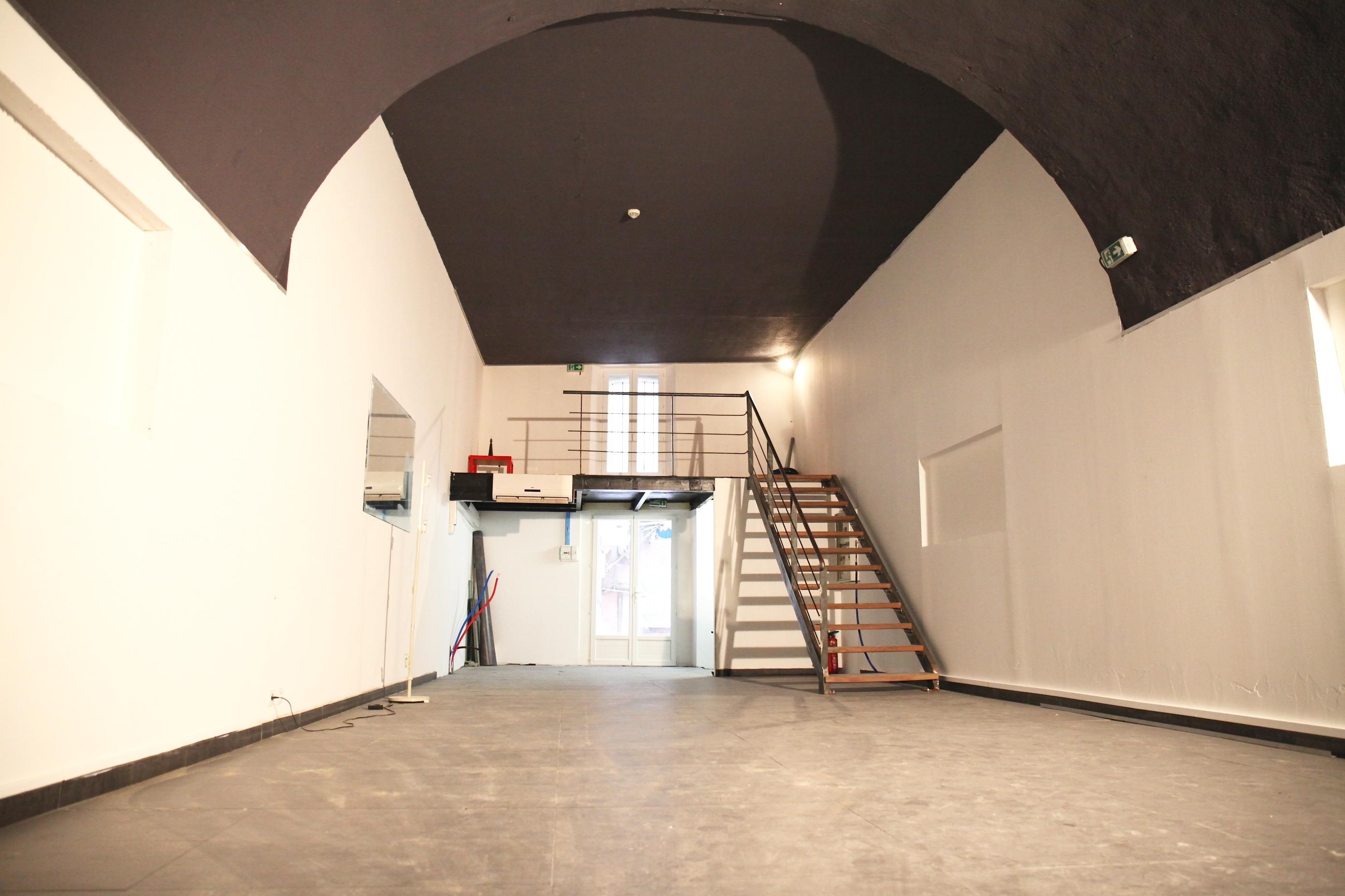Sous compromis - 7e - Vieux Port - La Criée - Loft - Local  - 70m² sol -  Local attenant de 15m² - 110 000€