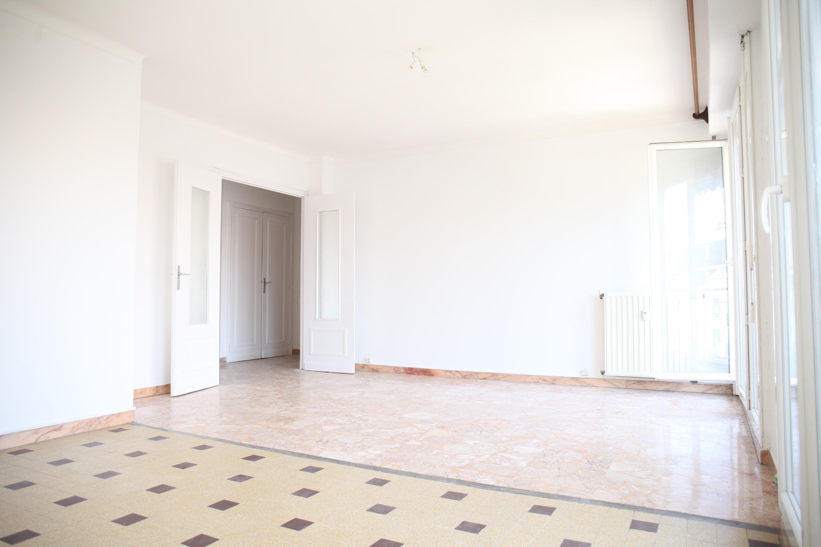 3e- Proche Joliette - T2/3 - 60m2 au sol  avec balcons - 99 000 €