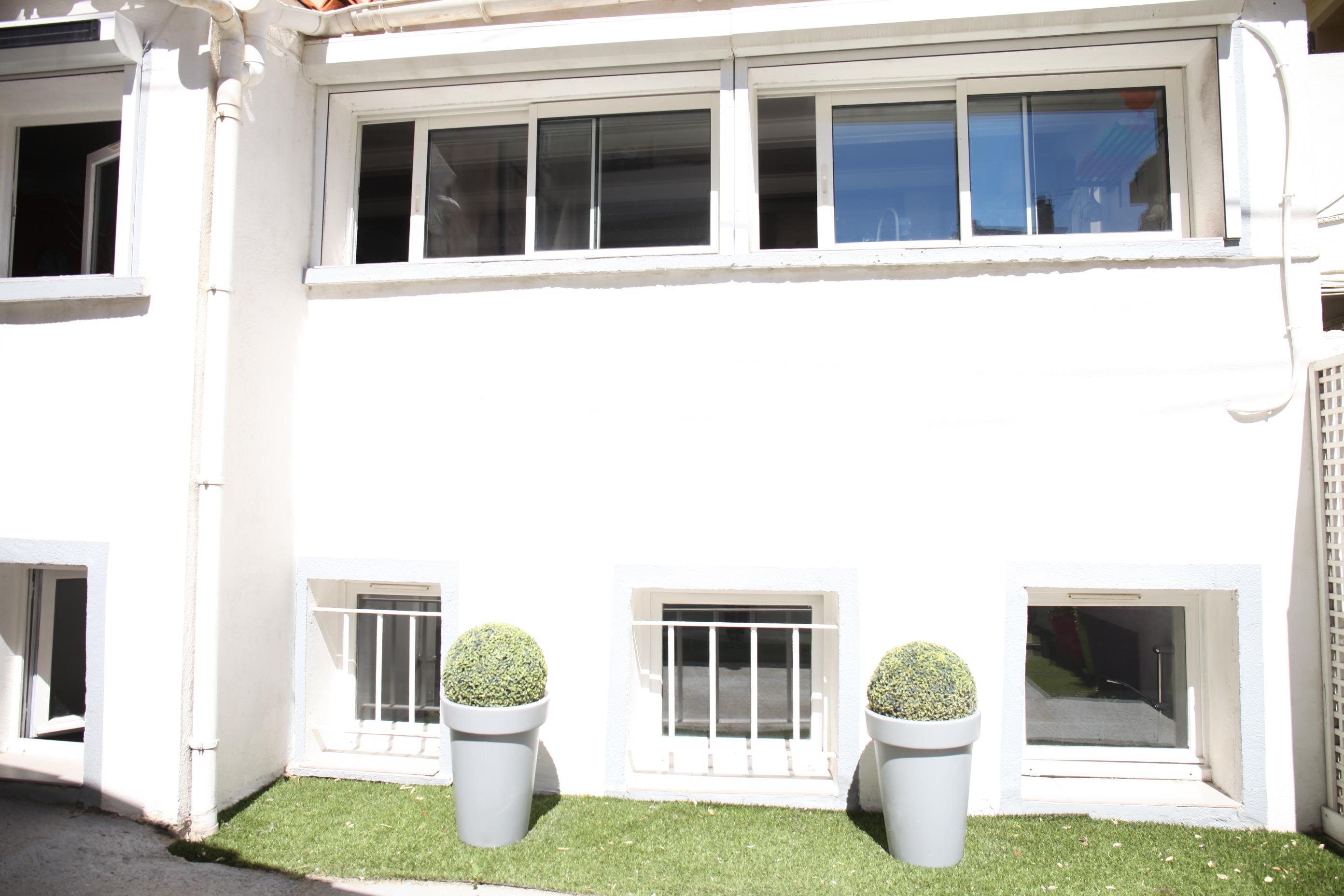 5ème - Roger Brun- Maison en fond de cour- 209 000 €