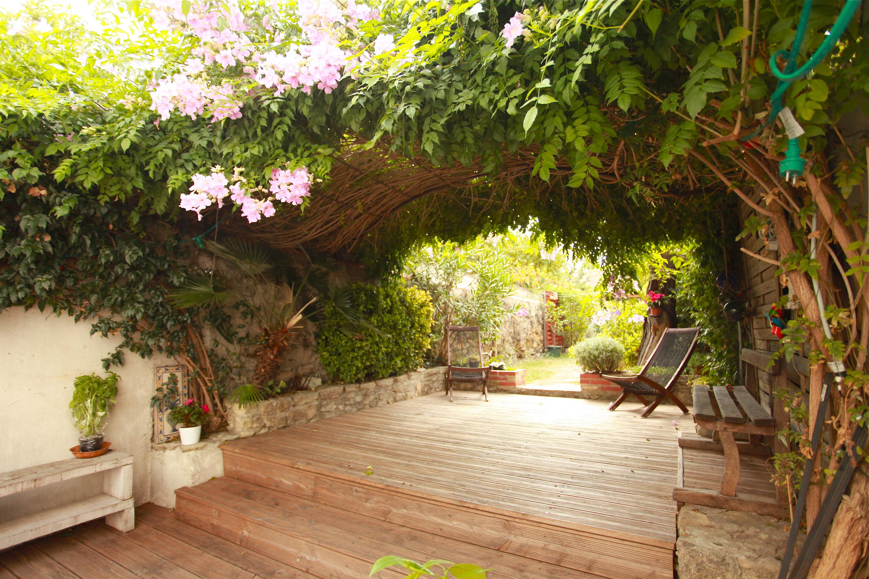 VENDU  - Maison + dépendance + jardin - 315 000 €