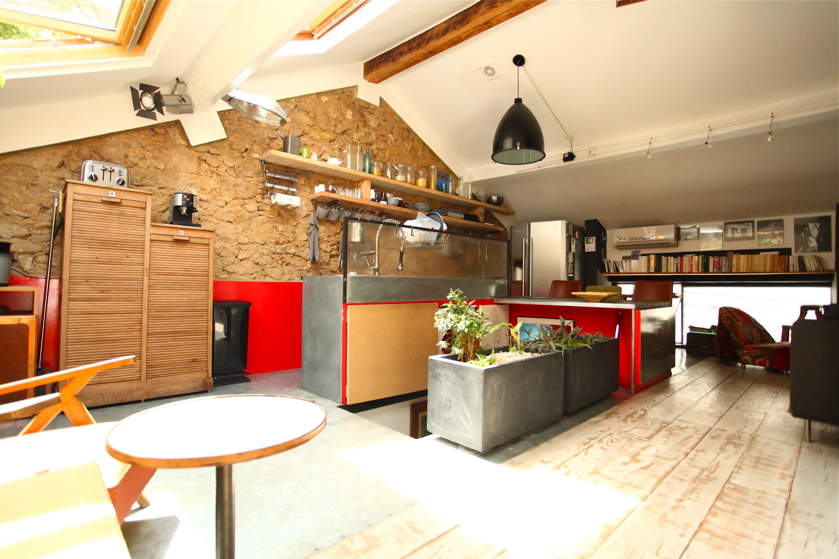 VENDU  - Rue Boscary- Atelier traité loft 75m2 - 109 000 €
