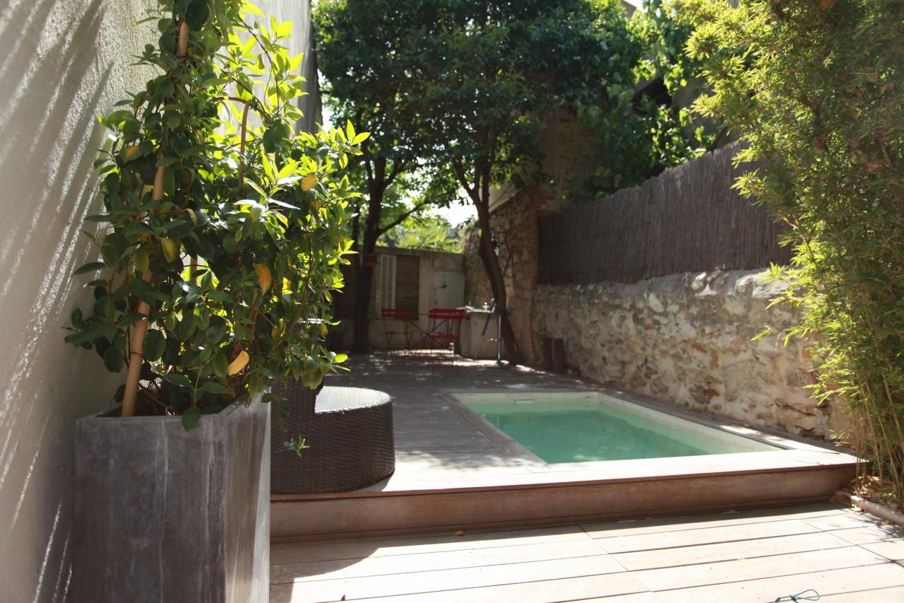 maison avec terrasses piscine d pendance galerie mars in style l 39 immobilier de style. Black Bedroom Furniture Sets. Home Design Ideas